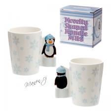 Hrnek s vločkami a 3D tučňákem místo ouška