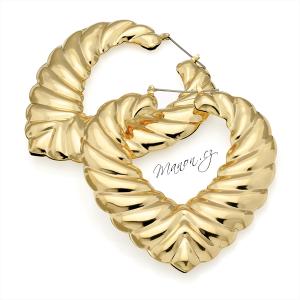 http://manon.cz/6844-thickbox_default/nausnice-velke-kruhy-srdce-s-3d-reliefem-zlata-barva.jpg