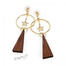 Náušnice kruhy zlaté barvy s tmavým dřevem a hvězdičkami