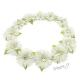 Věneček z umělých květů - bílé květy s listy a kamínky