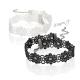 Sada 2 ks krajkových náhrdelníků s květy - černý a bílý