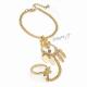 Náramek s prstenem, ornamenty a visacími ozdobami - zlatá barva
