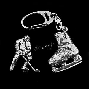 https://manon.cz/7818-thickbox_default/sada-privesek-na-klice-a-broz-hokejista-a-brusle-krabicka-zdarma.jpg